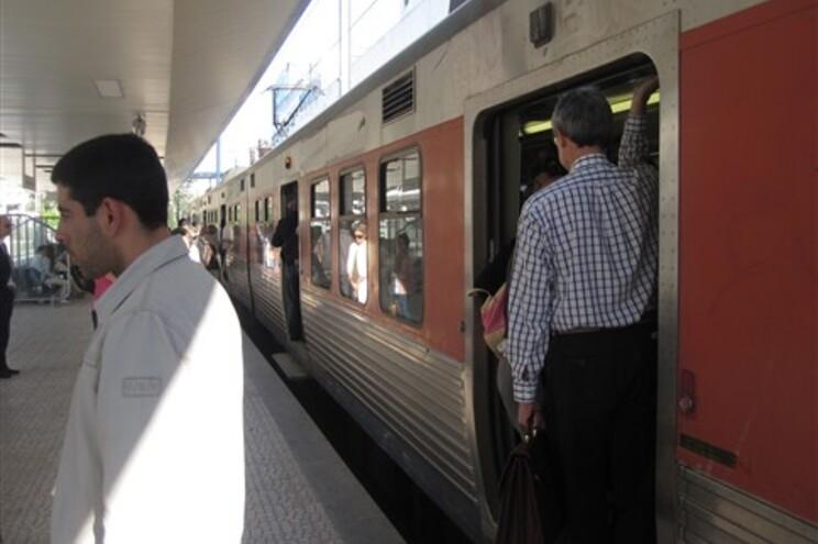 Menos comboios e mais confusão no segundo dia de greve de revisores