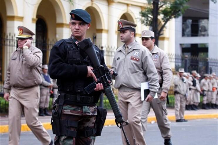 Confrontos violentos opuseram apoiantes de  Fernando Lugo às forças policiais
