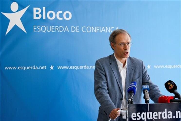 Francisco Louçã numa declaração aos jornalistas