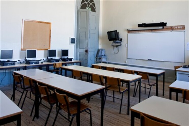 """Ministério quer que """"todos os professores com horário zero contribuam para o sucesso escolar"""""""