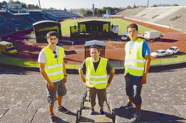 Voluntários ultimaram os preparativos para o Festival jota, que começa esta sexta-feira à noite