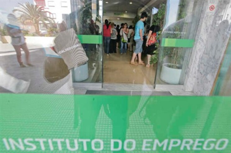 Académicos de Coimbra e do Minho calculam a extinção de cerca de 33 mil postos de trabalho