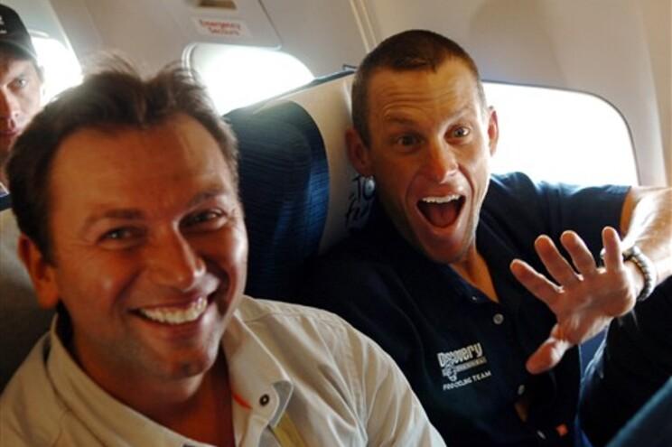 Bruyneel e Armstrong (à direita)