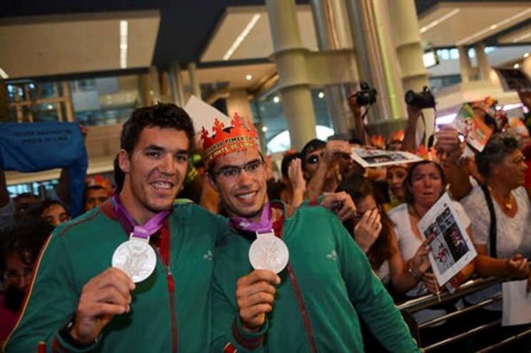 Canoístas Emanuel Silva e Fernando Pimenta à chegada dos Jogos Olímpicos de Londres, onde conquistaram