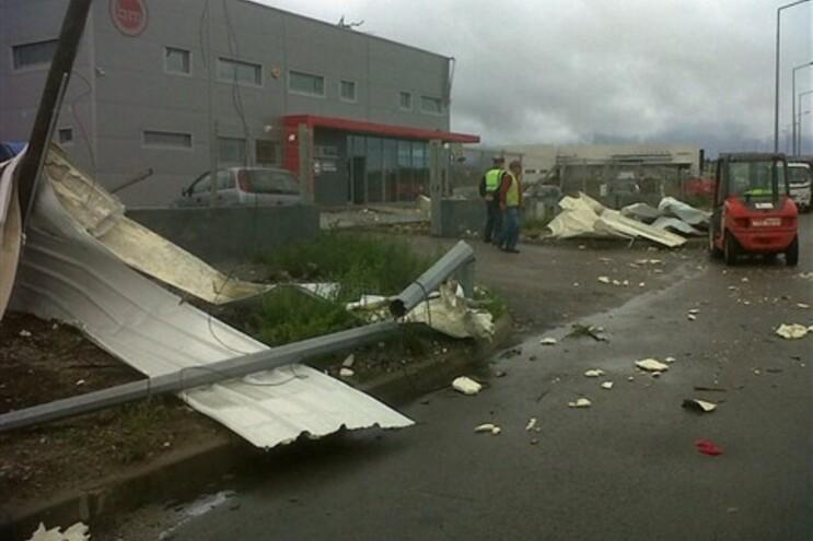 Ao início da tarde desta quinta-feira, 32 carros e várias instalações industriais foram destruídas