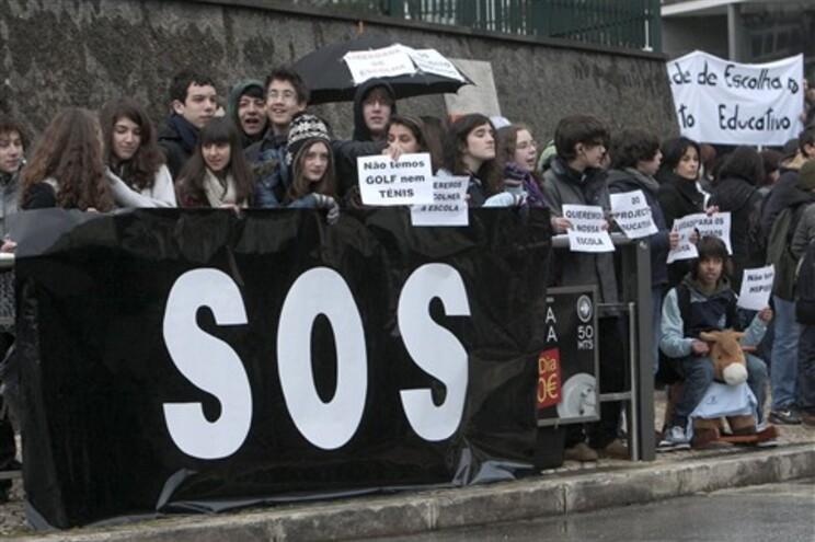 Escolas privadas com contratos de associação protestaram em 2011 contra os cortes nas comparticipações