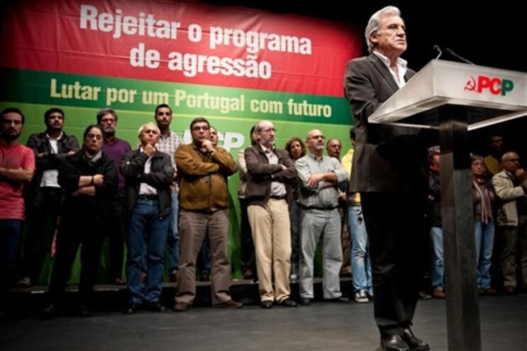 """O líder comunista acusou os partidos no Governo de estarem """"a violar a Constituição"""""""