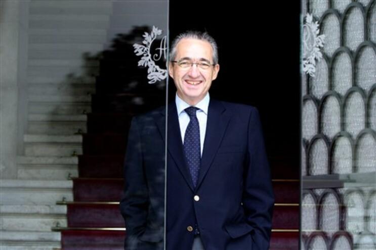 """Deputado reclama reunião """"urgente"""" da comissão política do CDS-PP"""