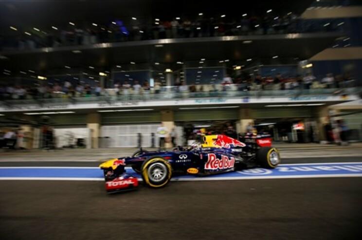 Sebastian Vettel na sessão de qualificação no circuito de Yas Marina