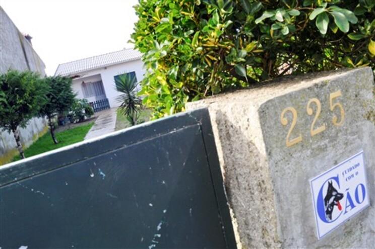 Pequeno corpo foi encontrado num anexo da residência do amigo da militar, em S. Pedro de Avioso