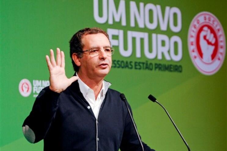 "António José Seguro reafirmou, este sábado, que é preciso ""abandonar a política de austeridade"""