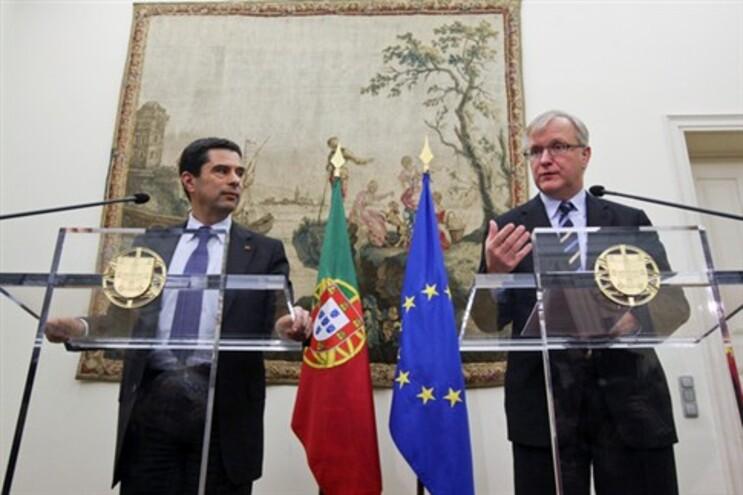 O vice-presidente da Comissão Europeia, Olli Rehn, com o ministro das Finanças, Vítor Gaspar