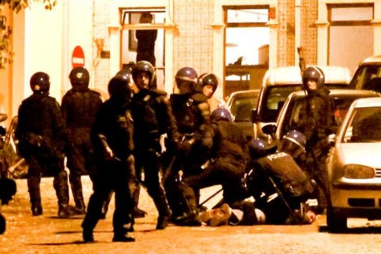 """Em causa, está a cedência de imagens """"em bruto"""" da carga policial frente ao Parlamento"""