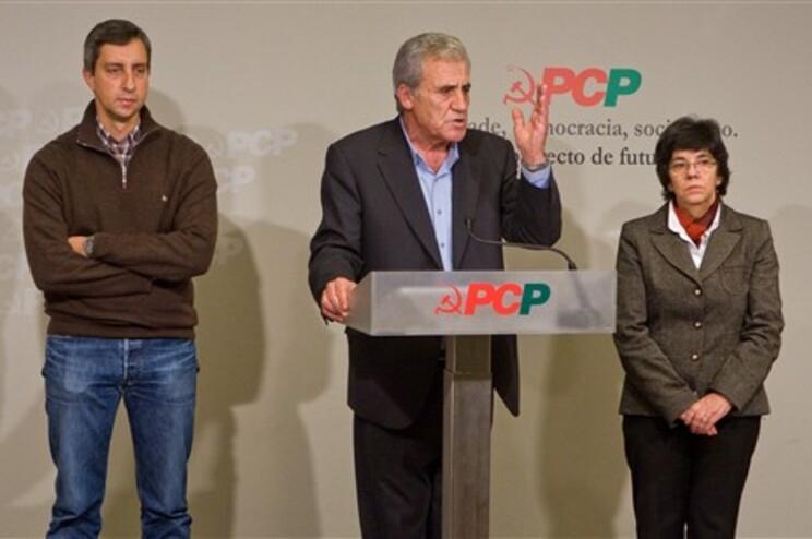 Jerónimo de Sousa a discursar na sede do PCP