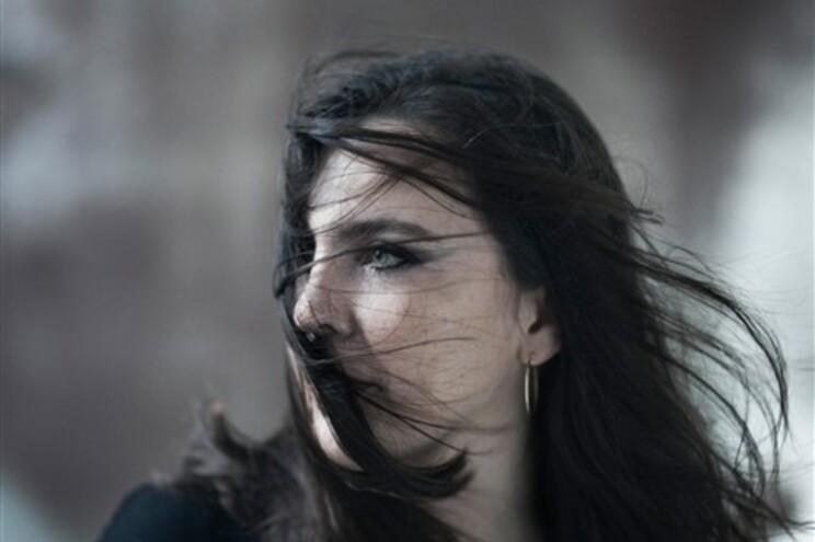 """Adriana Calcanhotto: """"Continuo achando que há excesso de música"""""""