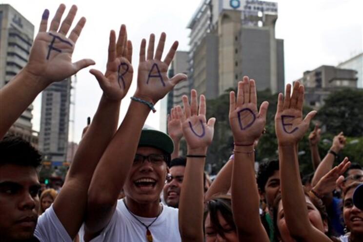 Milhares manifestam-se em Caracas contra proclamação da vitória de Maduro
