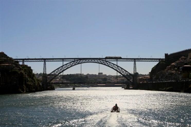 Ninguém quer assumir obras na Ponte Luís I