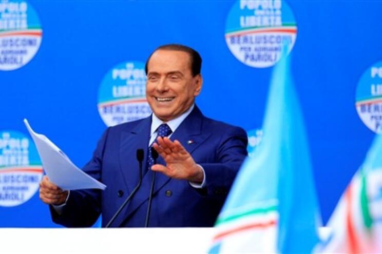 "Berlusconi acusa juízes de quererem ""eliminá-lo"""