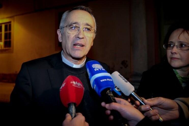 """O padre Manuel Morujão adianta que numa adoção visa encontrar-se uma família """"nas melhores condições"""