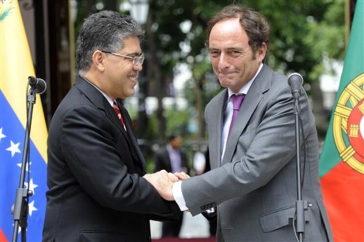 Ministro dos Negócios Estrangeiros da Venezuela ao lado de Paulo Portas