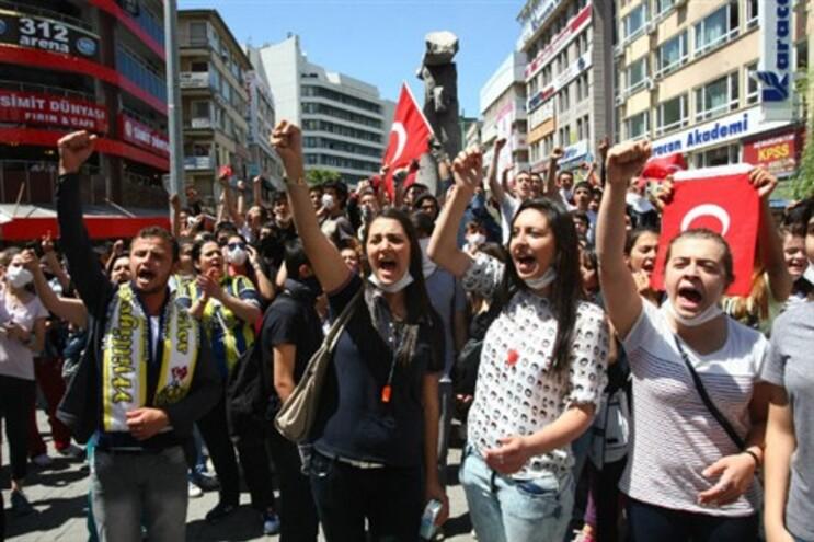 Os manifestantes querem espalhar o que está a acontecer na Turquia