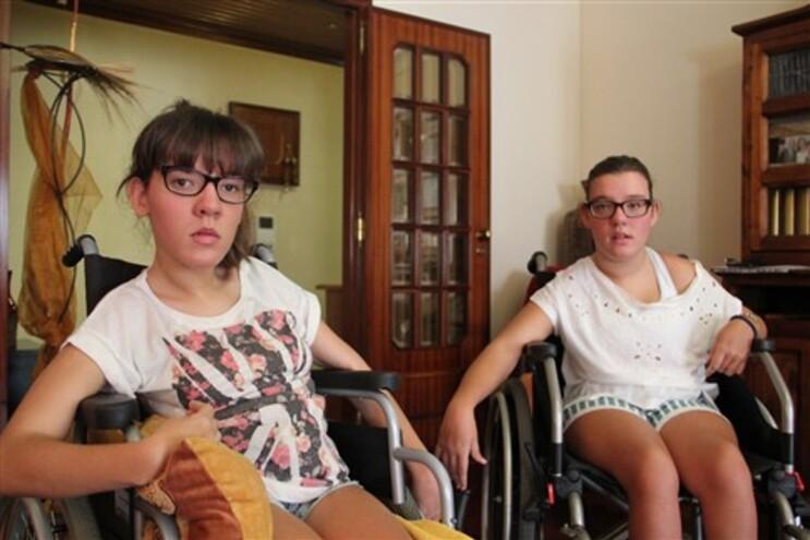 Segurança Social vai apoiar gémeas que perderam cadeiras elétricas em incêndio