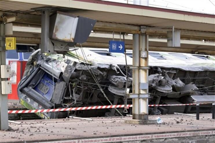 Seis pessoas morrem eletrocutadas e esmagadas em acidente ferroviário perto de Paris