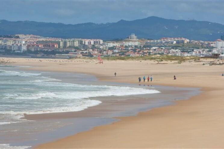 Duas praias da Costa da Caparica podem ter águas contaminadas