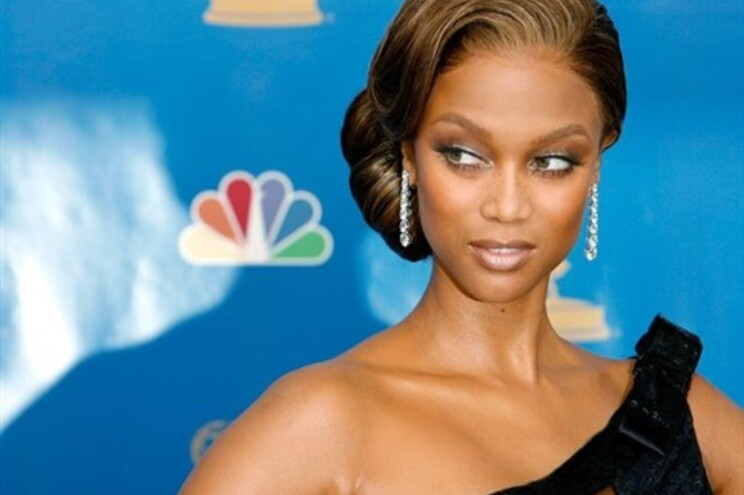 Tyra Banks despe-se para imitar Cindy Crawford
