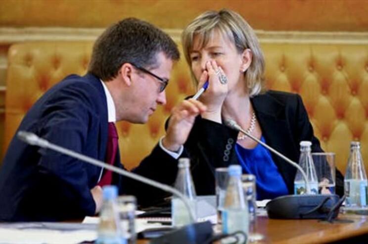 Governo admite redução do horário de 40 horas na Função Pública