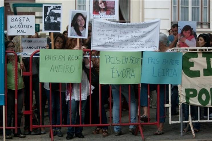Pais e professores protestaram frente ao Ministério da Educação