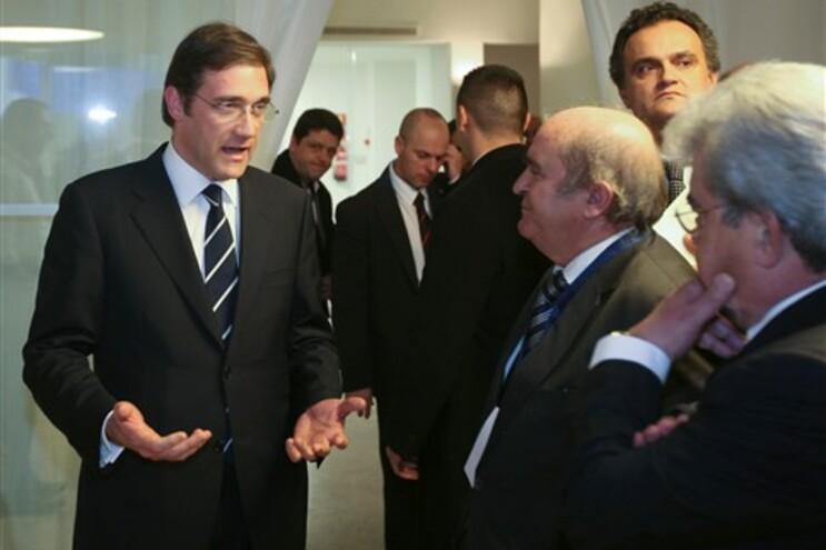 Domingues Azevedo, ao centro, diz que não espera nada de especial do Executivo de Passos Coelho