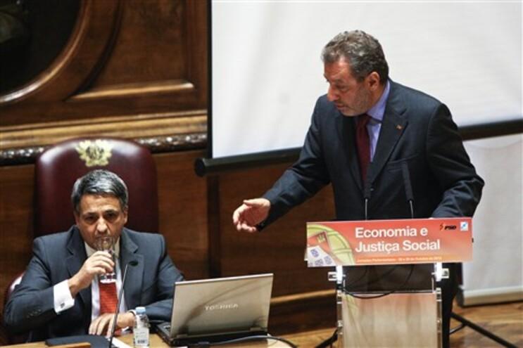 "O ministério tutelado por Nuno Crato e o Governo ""consideram fundamental garantir a estabilidade das"
