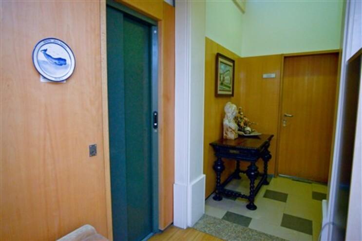 """Valentim Loureiro tinha elevador """"secreto"""" na Câmara"""