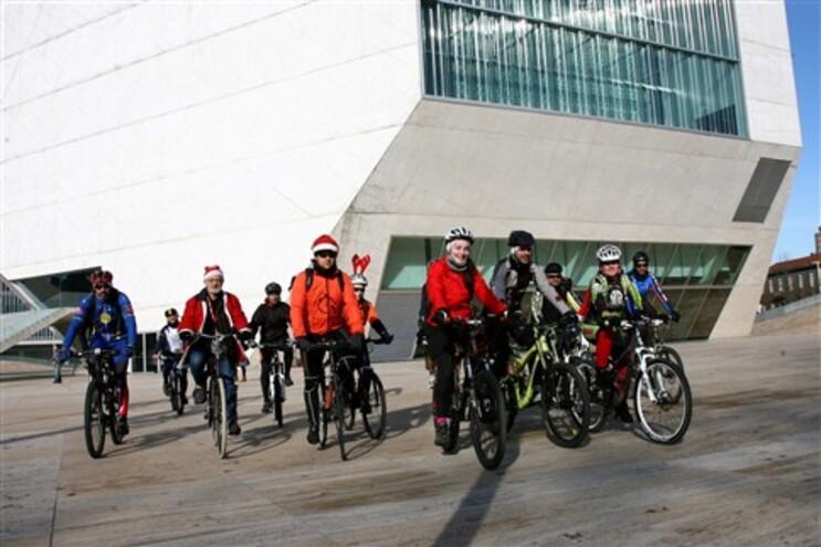A partir de 1 de janeiro, circular de bicicleta em cima do passeio vai dar multa