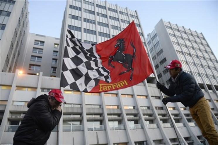 Schumacher está internado num hospital em Grenoble, França