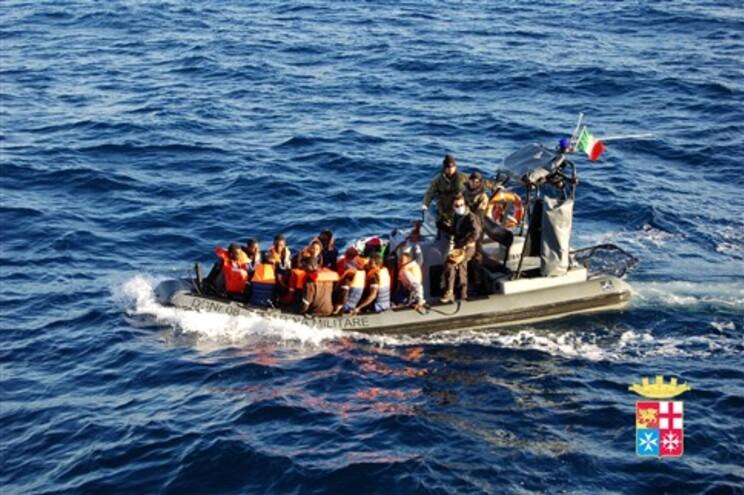 Operação de resgate da Marinha italiana