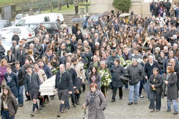 """Padre José Costa disse, na curta homilia do funeral, que o jovem tinha deixado a comunidade """"em condições"""