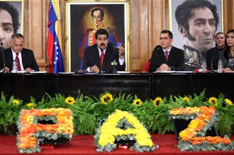 Nicolás Maduro num encontro pela paz