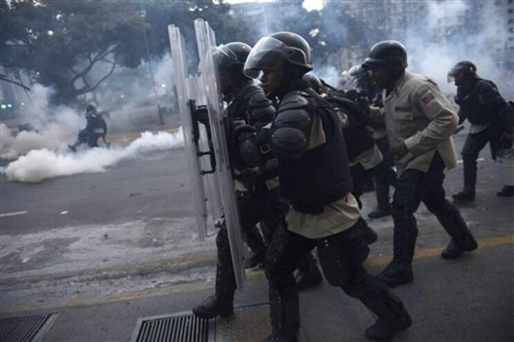 Senadores norte-americanos pedem sanções contra a Venezuela