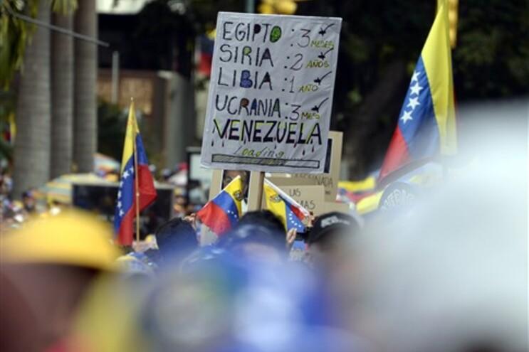 Protestos contra Maduro enchem ruas de Caracas