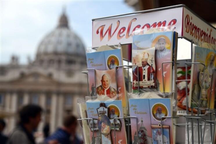 Canonização dos papas João XXIII e João Paulo II realiza-se domingo
