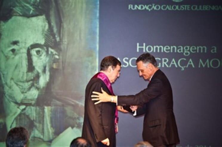Cavaco condecorou Graça Moura com a Grã-Cruz da Ordem de Santiago de Espada