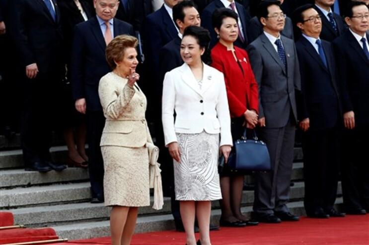 Maria Cavaco Silva e a primeira-dama chinesa Peng Liyuan