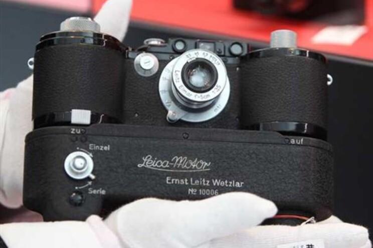 Máquina Leica 2500 GG - marca está a assinalar o 100.º aniversário