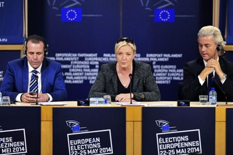 A FN já tinha anunciado a intenção de formar um grupo de extrema-direita com o PVV de Wilders
