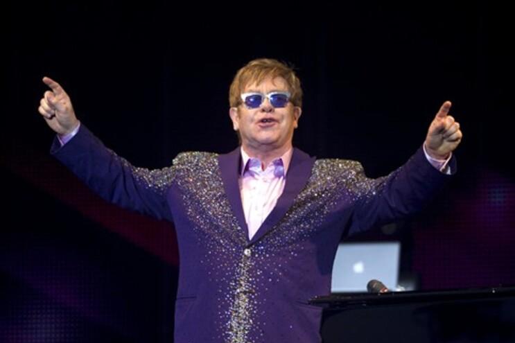 Elton John vai casar em breve