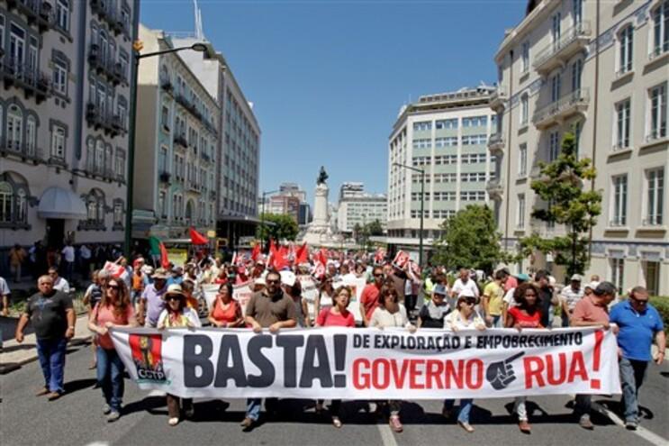 Manifestação contra as políticas sociais e económicas do Governo