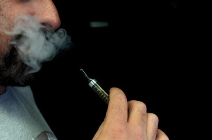 """Organização Mundial da Saúde desaconselha """"vivamente"""" a utilização do cigarro eletrónico"""