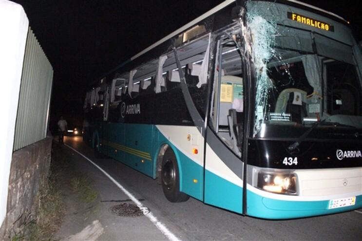 Sete feridos em colisão de autocarro com trator